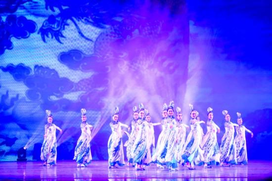 艺术精品巡演在惠州西湖大剧院上演。  惠州日报记者汤渝杭 摄