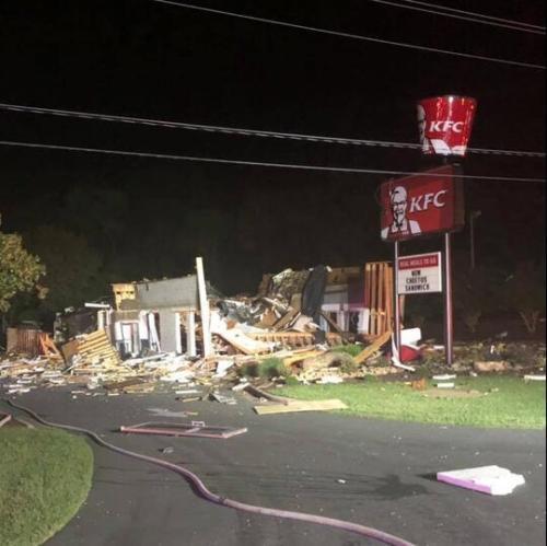 美国一肯德基发生爆炸餐厅被炸成废墟无人员伤亡
