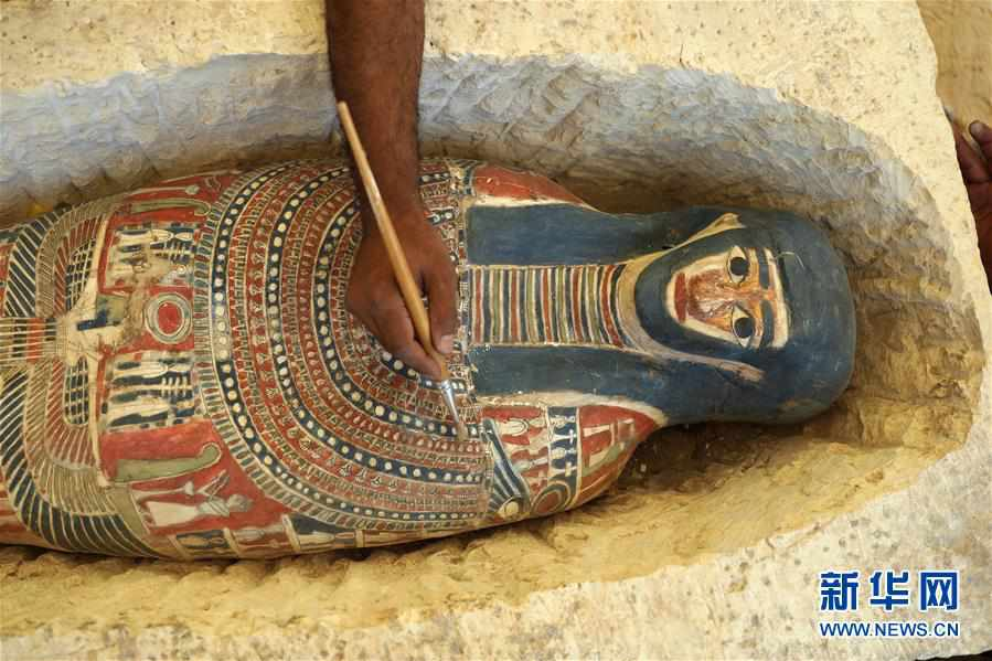 (国际)(1)埃及4500年历史的弯曲金字塔内部墓室向游客开放