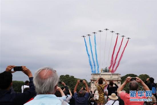 (国际)(4)法国举行国庆阅兵式
