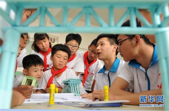 (教育)(1)河北海興:留守兒童樂享暑假