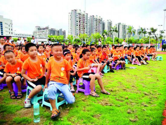 孩子们满怀期待地参加夏令营。  惠州日报记者马海菊 通讯员陈少敏 摄