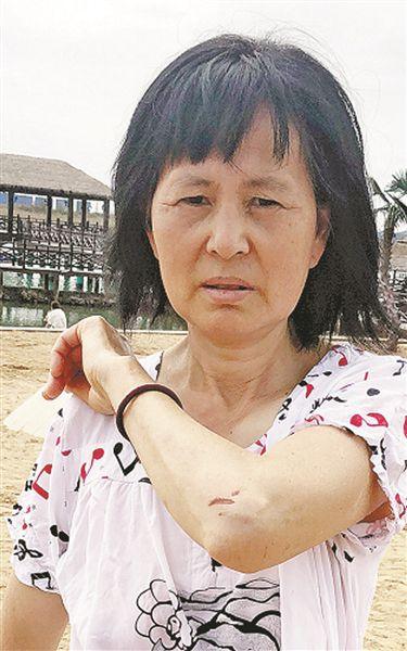 冒着危險救人卻沒有得到一聲感謝 57歲大媽稱不後悔