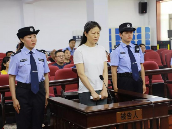 哈尔滨商业大学原副校长高虹涉嫌受贿案开庭