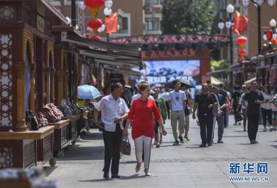 (社會)(1)新疆國際大巴扎景區迎來客流高峰