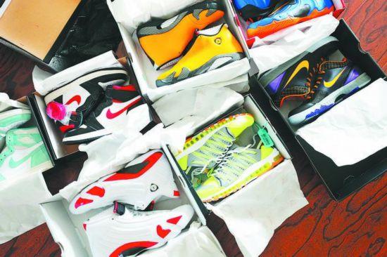合肥24岁小伙收藏近200双球鞋 最贵的一双近5万元