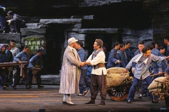 市直机关组织观看歌剧《沂蒙山》 唱响沂蒙精神赞歌 凝聚担当实干力量