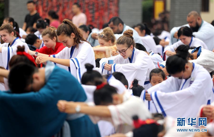 (社會)(1)河北衡水:外國學生體驗中國傳統文化