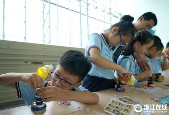 杭州:环保小制作 巧手总动员