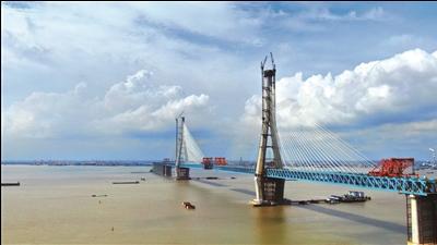 沪通长江大桥主航道桥南辅助跨合龙 国庆前或贯通