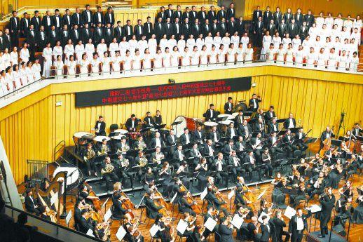 中俄乐团激情共童话镇歌词奏《黄河大合唱》
