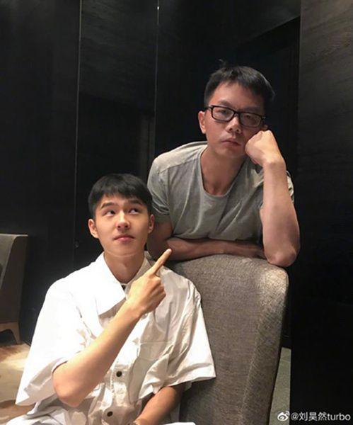 刘昊然与江南聚餐 晒对方昔日flag在线帮书粉催更