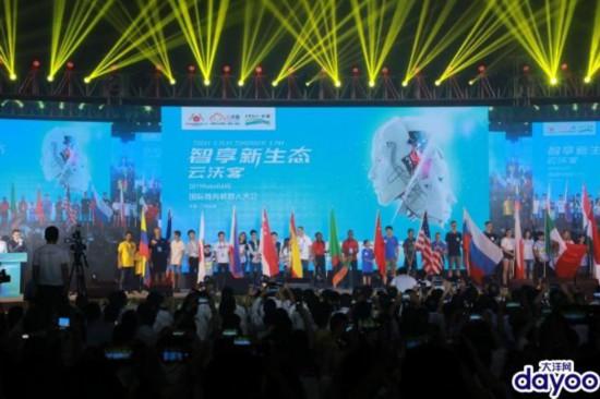 """2500名选手大比拼 全球机器人广州从化""""亮剑"""""""