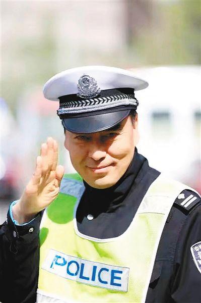 """从人工指挥到""""电子警察""""老交警回顾工作中的""""西安往事"""""""