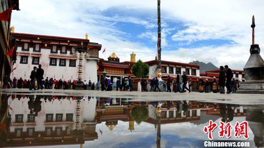 西藏迎旅游高峰布达拉宫、大昭寺实行预约参观