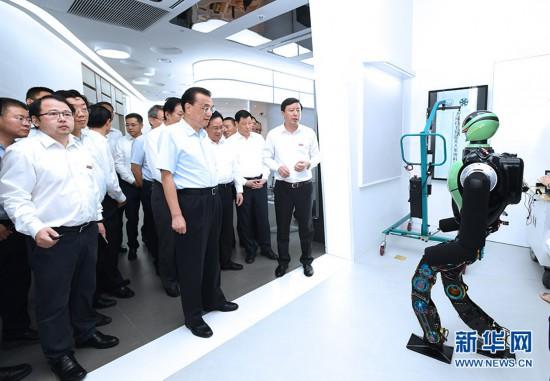 李克强在上海考察时强调:以更大力度改革开放促发展惠...