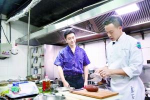 """《中餐厅3》专业主厨认证:王俊凯有""""大厨天赋"""""""