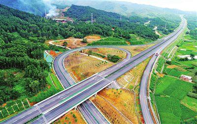 贵港至隆安高速公路建成通车