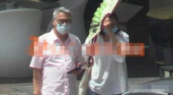 66岁吴孟达近照曝光 口罩遮面满头白发