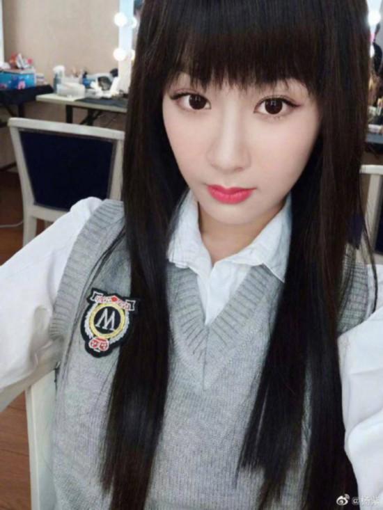 长发佟年什么样? 杨紫穿学生制服又美又萌
