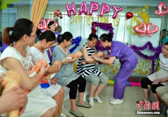 中国0-6岁婴儿纯母乳喂养率不足6成 卫健委呼吁提供便利设施