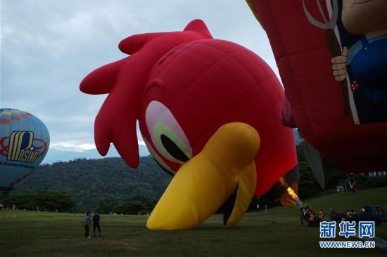 "(XHDW)(3)跟着热气球飞若是九次用完行员""上天"""