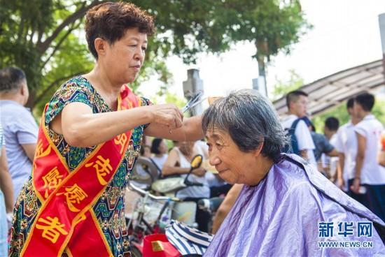 (社会)(1)河北衡水:志愿服务让百姓更幸福