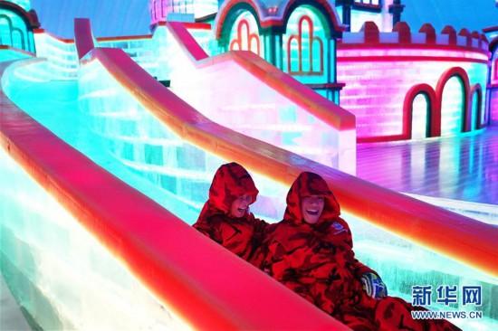 (社会)(2)哈尔滨:盛夏乐享�冰雪游