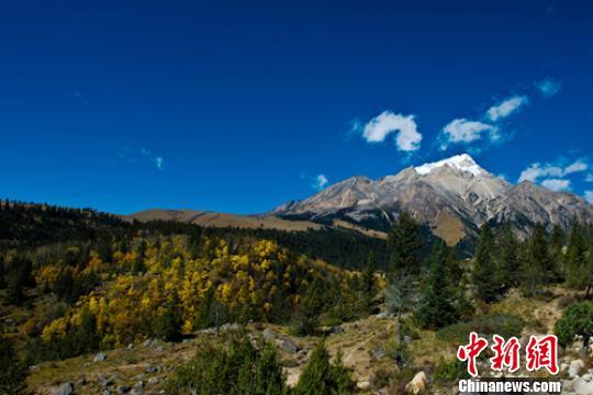 四川格聶神山再現游客非法穿越景區:必須登記備案