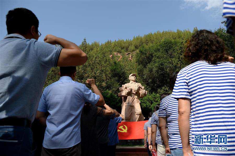 (社会)(1)圣地延安红色旅游热