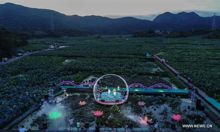Outdoor evening concert held as summer recreation in China's Zhejiang
