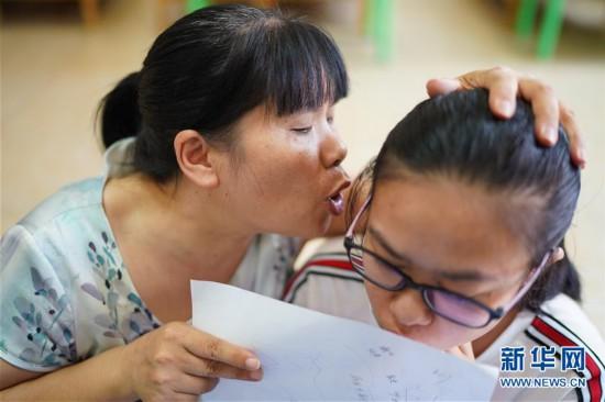 """(图片故事)(1)""""刘妈妈""""的22年爱心守护"""