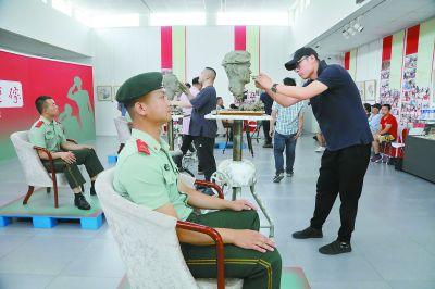 中国美术馆为95后武警塑像