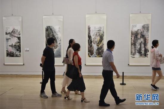 """(图文互动)(1)携""""云月八千里""""三度走进中国美术馆 台湾画家江明贤谈""""一生的热爱与梦想"""""""