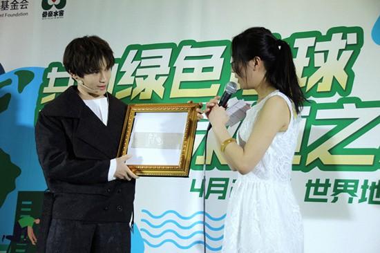陳奕天出席世界地球日公益活動 表演魔術號召保護環境