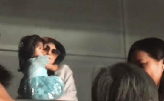 章子怡抱醒醒看汪峰演唱会 现场屏幕现惊喜