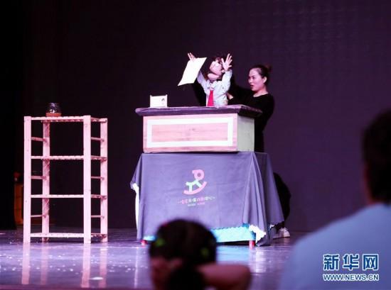 """(文化)(1)上海:在豫�@""""偶""""遇童年"""