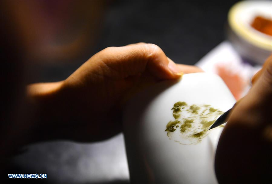 (MASTEROFCRAFTS)CHINA-JIANGXI-JINGDEZHEN-PORCELAIN PAINTING-INHERITOR (CN)