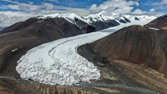拉布拉冰川全景(8月4日无人机拍摄)。