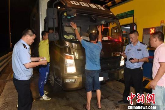 涉案逾两千万浙江温岭警方破获一销售走私烟、假烟案