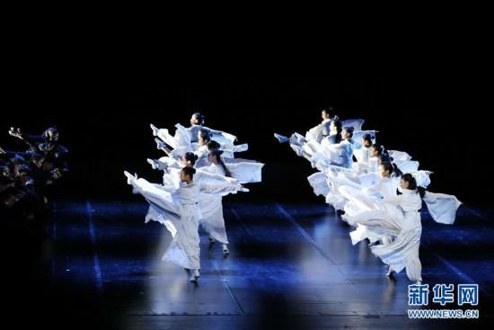"""(文化)(2)上海:公益展演""""舞出中国风"""""""