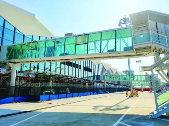惠州机场扩容扩建工程有望月底完工,将为旅客提供更多优质服务。    惠州日报记者戴 建 通讯员秦海伟 摄