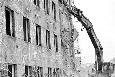 朝阳半壁店拆除3.9万平方米违建楼