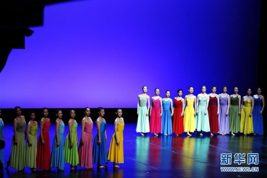 """(文化)(3)上海:公益展演""""舞出中国风"""""""