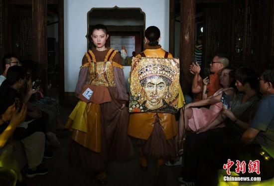 两岸青年设计师福州三坊七巷秀服饰