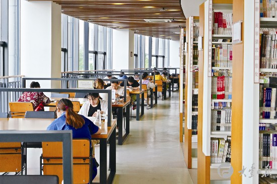 暑假盐城大丰学子来到图书馆自习学习