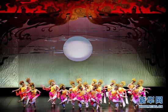 """(文化)(1)上海:公益展演""""舞出中国风"""""""