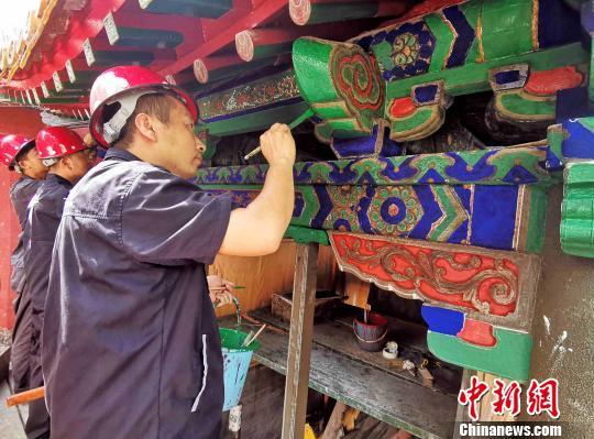 """""""三孔""""古建修缮师坚守传统匠心工艺让文物""""青春常驻"""""""