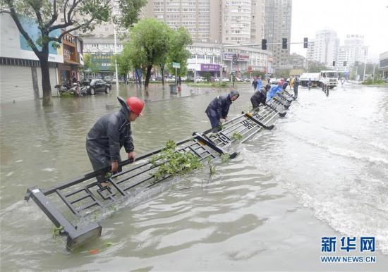 """#(关注""""利奇马"""")(1)浙江:台风来袭 组织救援"""