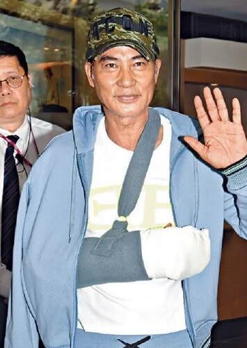 任达华被刺伤后首度出席公开活动热情宣传新片状态佳